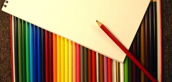 色鉛筆と紙