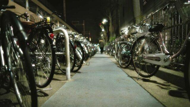 夜間の駐輪場 自転車置き場
