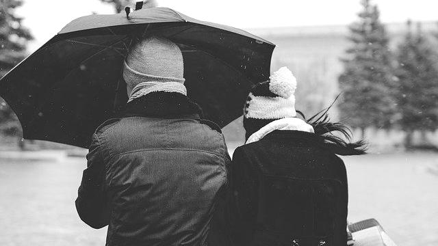 雨の日デート カップル