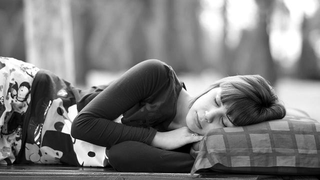 女性 寝る 睡眠 休み