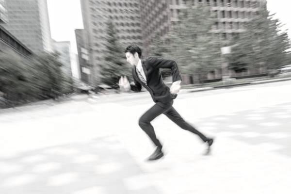 仕事 忙しい 彼氏 走る ダッシュ ビジネスマン