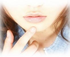 唇のほくろの意味を恋愛に役立てる8のほくろ占い