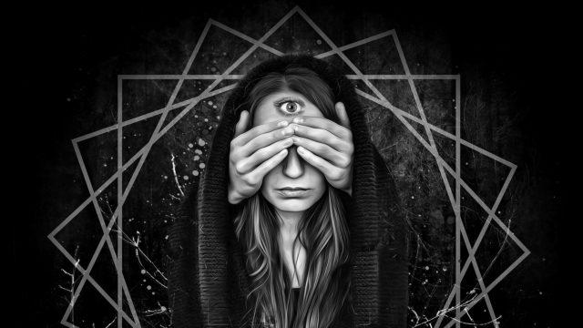 女性 目隠し 瞑想 透視 神秘 直感