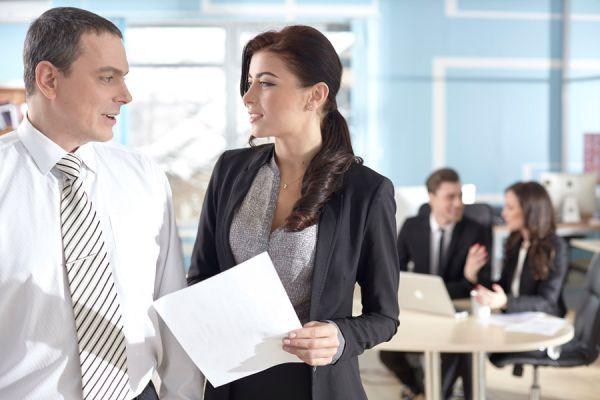 職場で不倫してしまう女性の6つの特徴