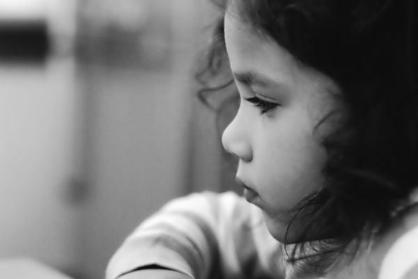悲しい 子供 不安 女の子
