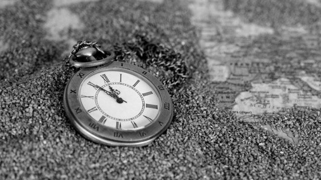 砂に埋もれた時計 時間 未来 過去