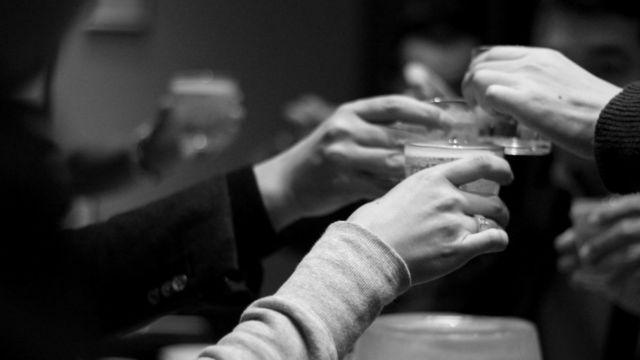 飲み会 乾杯 会食 酒