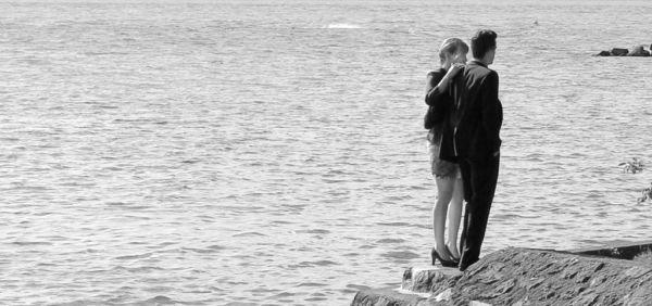 カップル 海辺 デート
