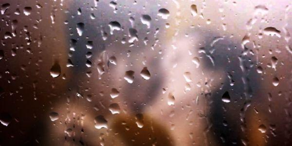 カップル 浮気 後悔 シャワー 夜 キス
