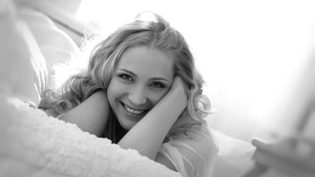 笑顔の女性 明るい 希望