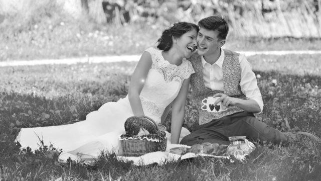ウェディング カップル 夫婦 笑顔 結婚